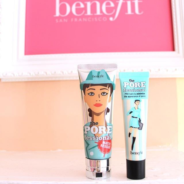 Wondering what the difference is between our new Matte Rescue and POREfessional? matte rescue is water based and infused with diamond powder for an ultra POREfect finish! Apply it after skincare but before POREfessional for an extra flawless base!