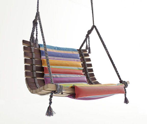 Poltrona Miss Dondola di San Patrignano | Collezione Barrique | Anno:2012 | Il materiale principale è il legno proveniente da botti di vino.