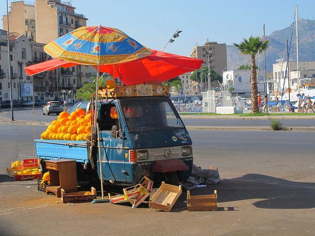 yellow melon seller; palermo: Streetfooders Italiani, Market, Bella ڿڰۣ ڿڰۣ, Street Food, Italia Life, Sicilia L Isola Bella, Bella Sicilia Italia, Italia Terra, Sicily