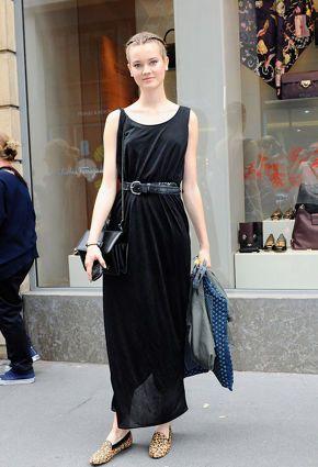 Black maxi skirt with matching shoulder bag and belt.