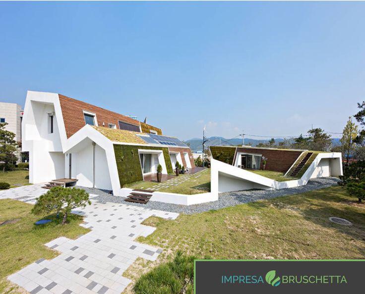 Magari la forma non piace a tutti, ma questa è una casa certificata Passive House…   Se vuoi conoscere tutti i segreti di una casa sostenibile seguici nel nostro blog  www.impresabruschetta.it