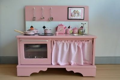 I so can not wait to make something like this and a doll house for my baby girl someday!