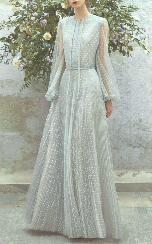 Zarte und elegante Abendkleider oder perfekte Mode im Maxi