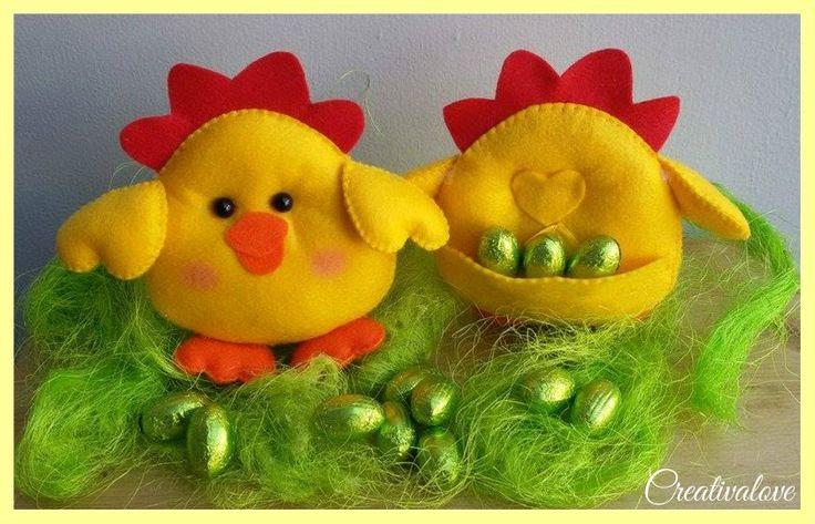 Pulcino con tasca sul dorso per ovetti di Pasqua. Decorazione pasquale in pannolenci/feltro. Handmade Felt Creations.
