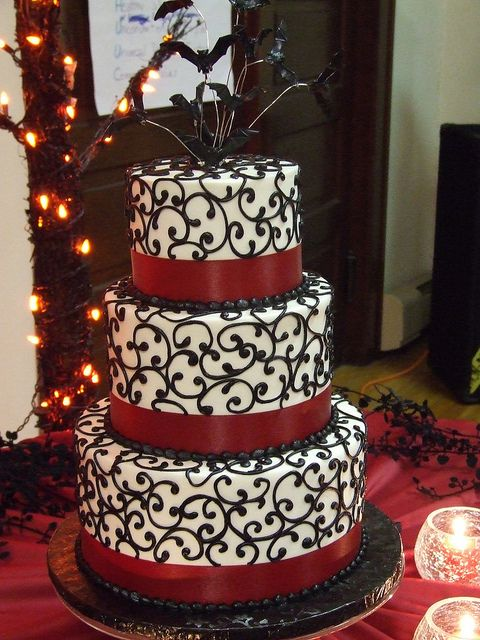 halloween wedding cake idea with purple ribbon - Halloween Wedding Cakes Pictures