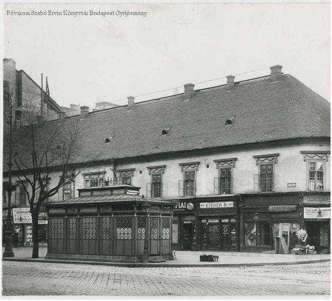 Egy egyemeletes épület a Rákóczi (Kerepesi) út és a Síp utca sarkán - Forrás: bpkep.fszek.hu