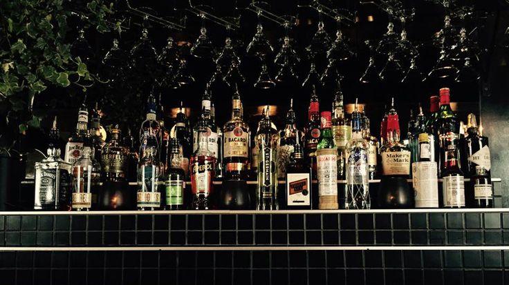 Cocktails et pizzas au bar Watts