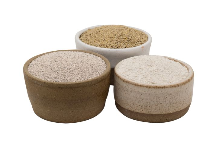 3 Thing You Need to Make Natural Kitty Litter; Organic Chicken Feed, Diatomaceous Earth, and Sweet PDZ