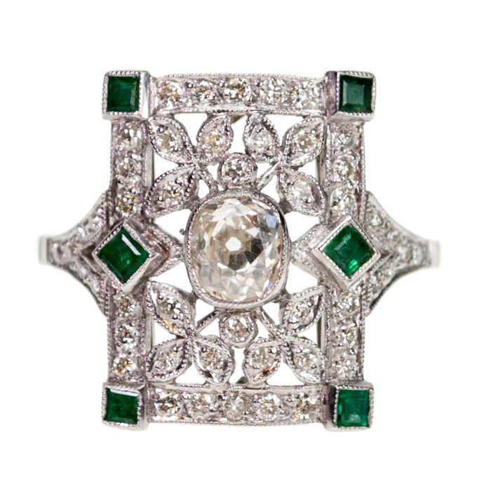 Diamant smaragd platina Ring  Dit verfijnde Retro ring functies 050 ct kussen Cut Diamond versierd met 030 ct briljant Cut Diamonds en 025 ct Emerald accenten in platina.Opmerkingen: geenGeregistreerd verzending of afhalen in de winkel mogelijkREF: 4866APGrootte: 17.70 VS 740Afmetingen: H:1.6 cm W: 1.3 cm/0.6 cmGewicht: 45 gramConditie: Zeer goed  EUR 1.00  Meer informatie