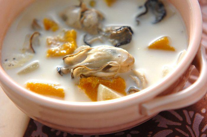牡蠣とカボチャを煮込んだ、栄養満点でちょっと贅沢なミルクスープです。