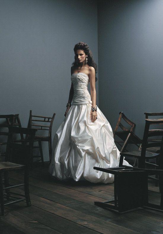 wedding dress + chairsWedding Dressses, Lace Wedding Dresses, Dresses Cchappinesscom, Bridal Dresses, Dresses Ideas, Wedding Dress Styles, Bridal Session, Preowned Dresses, Wedding Dresses Style