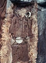 Egtvedpigen var ikke barnefødt i jyske Egtved. Analyser af isotopen strontium i pigens hår, tænder og negle viser, at hun blev født og voksede op mange hundrede kilometer fra Egtved, sandsynligvis i Sydtyskland, og hun kom til Egtved kort tid, inden hun døde