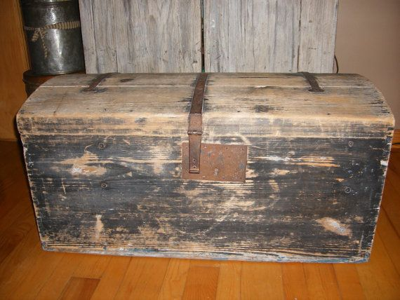 Rustic Primitive Black Grey Distressed Wooden Storage Trunk Coffee Table Toy Chest