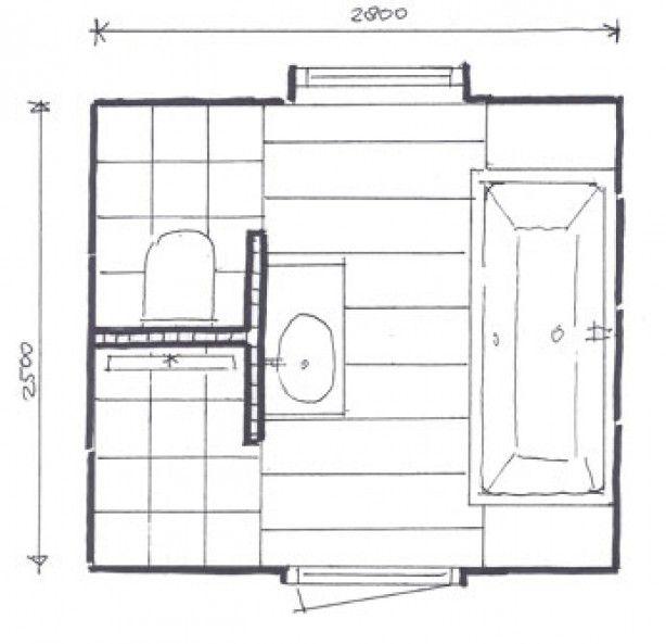 kleine badkamer met afgescheiden toilet