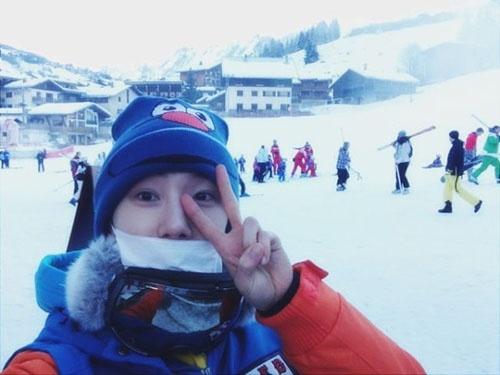 2AM Jo Kwon enjoying skiing at Alps