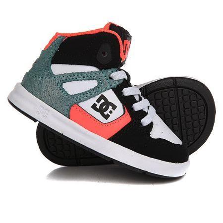 Кеды кроссовки высокие детские DC Rebound Se Ul Black/Multi/White  — 2279р.  Эти стильные высокие кеды станут любимой обувью Вашего ребенка! Во-первых, они невероятно удобные, во-вторых, прочные, ну и конечно же, Rebound - это тру-скейтовый стиль, который не может остаться незамеченным. Фирменный протектор, уплотненный нос, пенонаполнитель в язычке илодыжке обеспечат максимальный комфорт как при повседневной носке, так и во время катания на доске.Характеристики:Прочный кожаный верх…