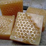 DIY Easy Honeycomb Melt and Pour Soap using bubble wrap.