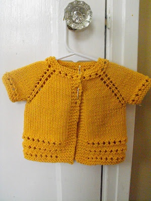 I want to knit baby sweaters like this...