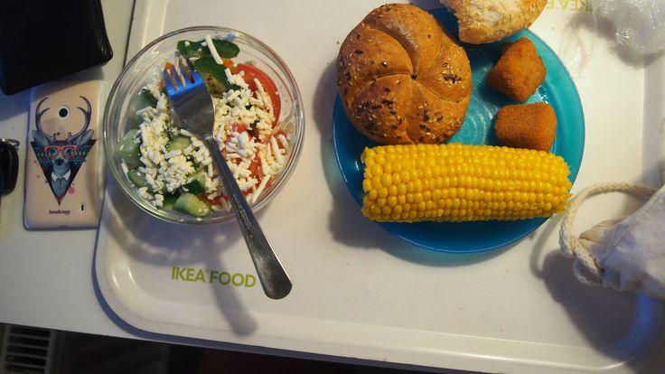 IKEA oběd. Keiserka kukuřice, šopák, hermelínové trojhránky