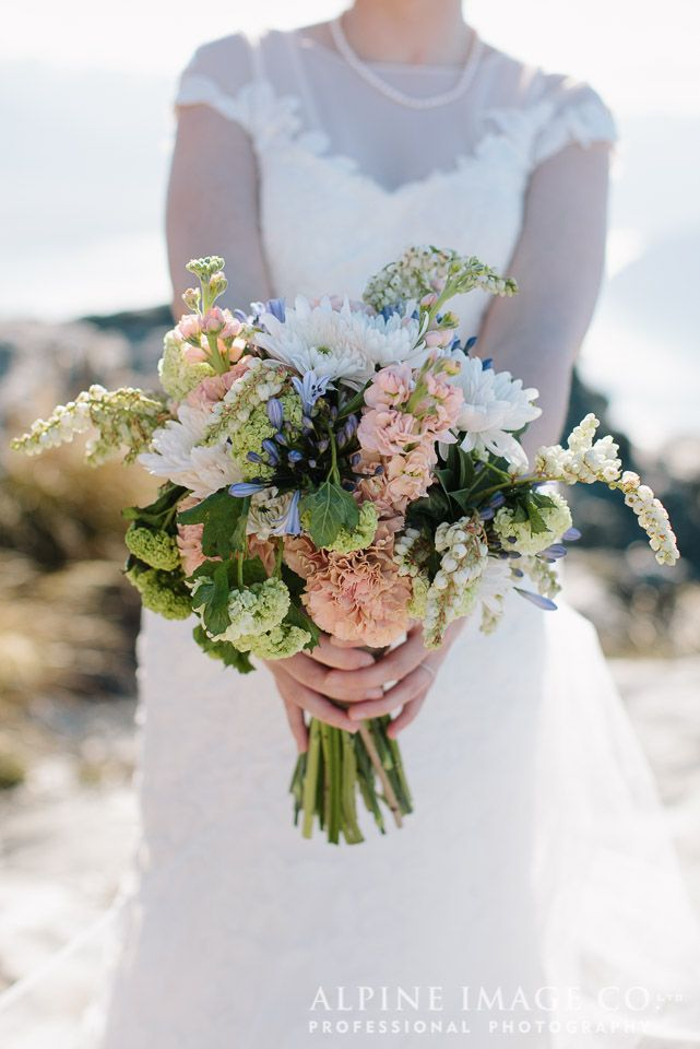 Queenstown Wedding planned by www.boutiqueweddingsnz.com, Photography by @alpineimageco and Flowers by @theflowerro0029.
