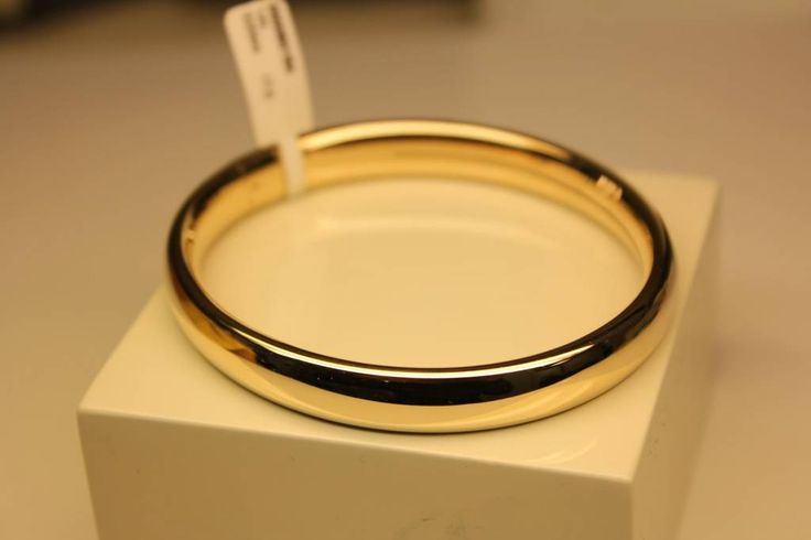 Classic 14 carat gold bangle rounded 9mm. - Goldberg Juweliers http://www.goldbergjuweliers.nl/en/14-carat-gold-bangle-rounded-9mm.html