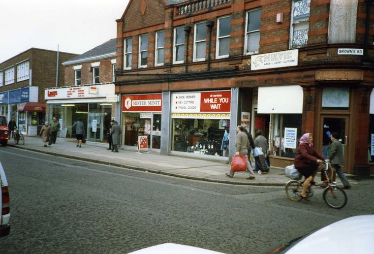 High Street,Long Eaton. Before pedestrian and with Tip Top store.