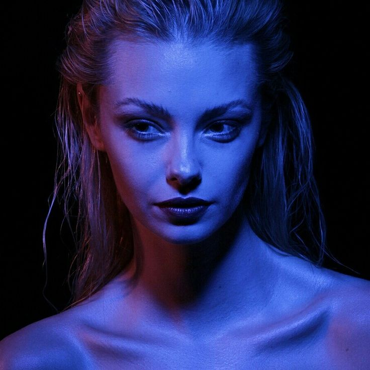 #czechgirl#portrait#colorgels#electricblue #blue #red#wethair#blonde#bambi#photoshoot