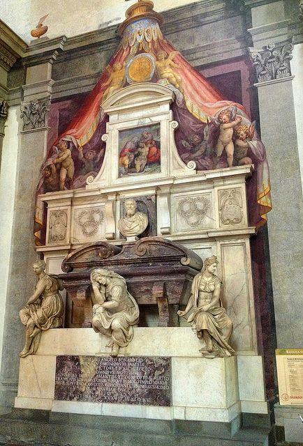 Basílica de la Santa Cruz, tumba de Michelangelo (Artist). Florencia Italia