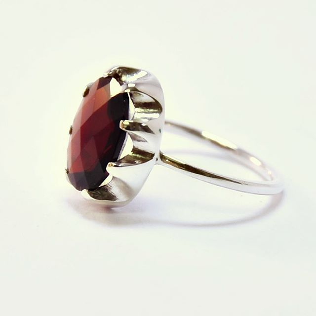 This Garnet has such a rich dark red.. it's mesmerizing! And ☝🏼 Ethically Sourced! It does not get better than this!🍃♻️ . . . . . . . . #ethicalgems #red #garnet #gemstonejewelry #sterlingsilver #recycled #silverring #rings #statementring #cocktailring #handmadejewelry #artisanjewelry #slowfashion #oneatatime #oneofakind #accessories #garnetring #style #ethicalbrand #jewelrygram #finejewelry #anel #prata #modafeminina #joias #schmuckdesign #schmuck #onlinestore #zurich #gogreen