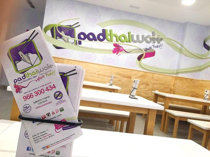 PadThaiWok Alicante Tel: 966 300 434 Av. Dr. Gadea, 11. 03003, Alicante, España Abierto todos los días de 12:00 a 00:00 www.padthaiwok.com email: alicante@padthaiwok.com  Thai Noodle Bar. Restaurante de Cocina Tailandesa Moderna y Asiática en Alicante.  Thai Noodles Bar. Restaurant of Asian and modern Thai cuisine in Alicante (Spain)