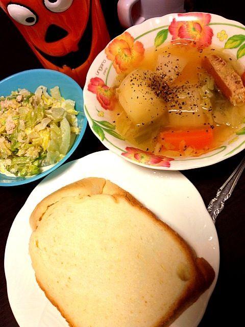 給食がパンの日なのでパンのお弁当です。 - 3件のもぐもぐ - ポトフ、豆乳練乳パン、蟹とキャベツのサラダ by IGGY