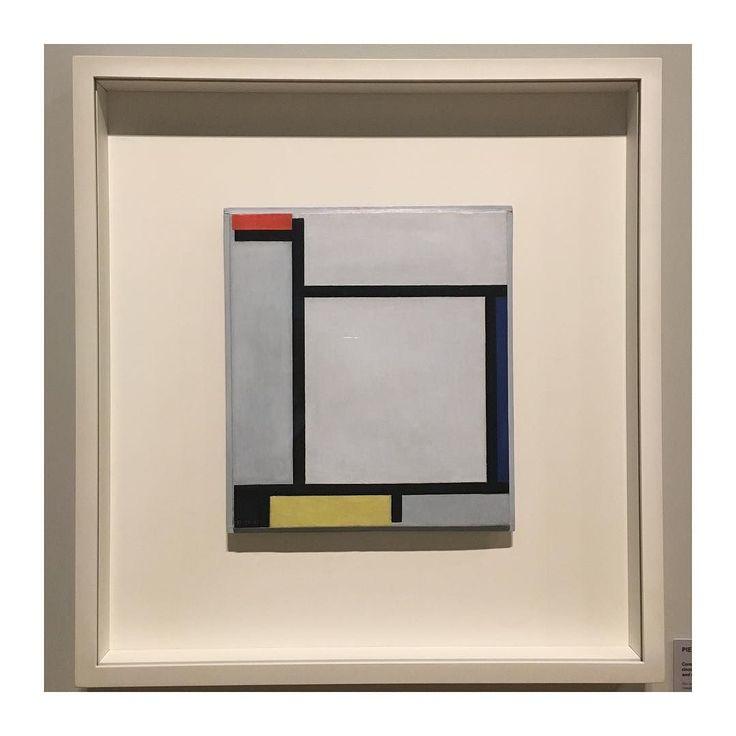 #joiasrenataroseama: Piet Mondrian depois de ser influenciado pelo pós-impressionismo e pelo cubismo seguiu progressivamente em busca de uma arte totalmente abstrata o que seria uma linguagem universal e harmônica.  . #mondriannoccbbrj #ccbbrj #mondrian #pietmondrian #exposição #destijl #neoplasticism #joiasrenatarose #joias #renatarose #renatarosedesignerdejoias #joiasparaamar #designdejoias #inspirações #oquenosinspira #criação #comocriamos #ondecomeça #ondecomeçasuajoia