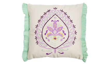 Cojin Flor de Liz. Visítanos en tuakiti.com #cojin #cushion  #decoracion #homedecor #hogar #home #flordeliz #lizflower #tuakiti