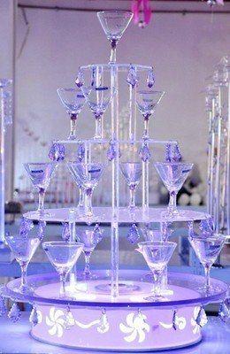 В нащей студии вы можете взять в аренду  шоколадные фонтаны или горки для шампанского.  Сделайте свою свадьбу незабываемой! http://studia-chudes.com/