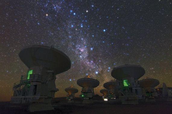 El telescopio más poderoso para observar la luz de algunos de los objetos más fríos del universo, ALMA, ha detectado enormes reservas turbulentas de gas frío ocultas alrededor de galaxias de estallido estelar. El hallazgo, liderado por un grupo internacional de astrónomos, ha sido posible...