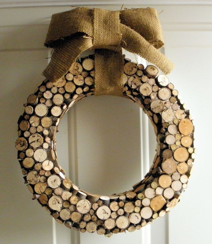 Wood WreathChristmas Wreaths, Ideas, Holiday Wreaths, Wood Wreaths, Nature Inspiration, Inspiration Christmas, Front Doors, Wood Slices, Corks Wreaths
