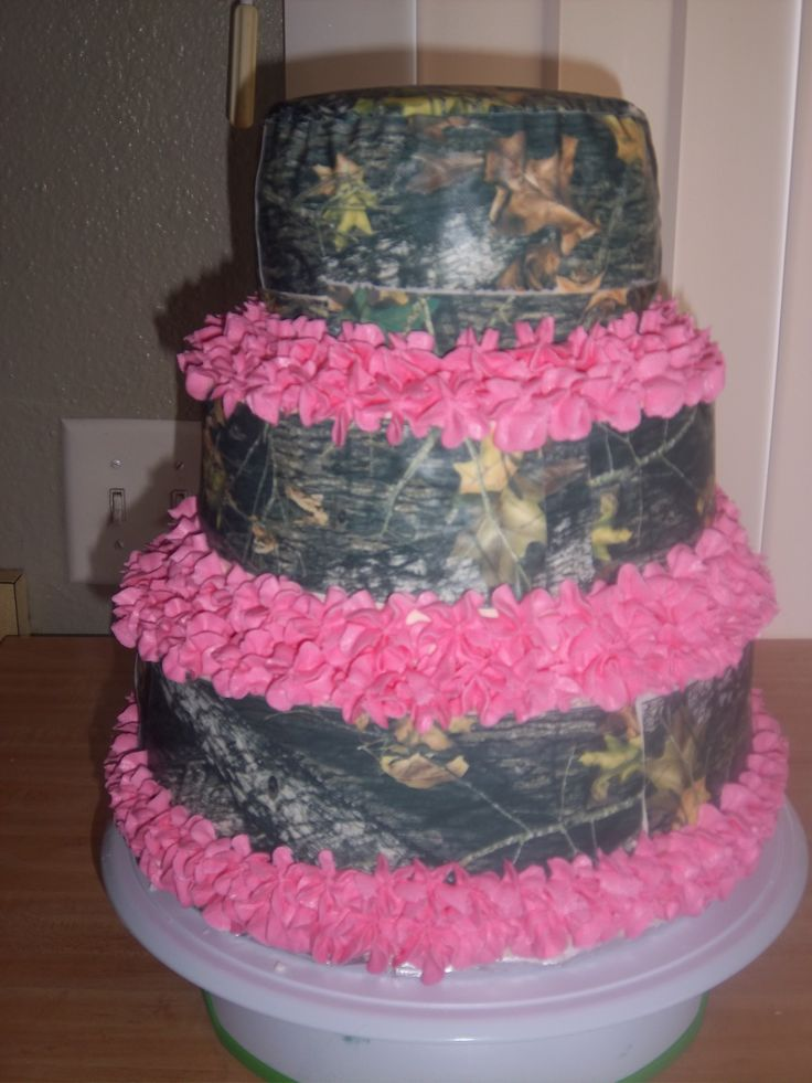 Mossy Oak and Pink. Birthday cake.