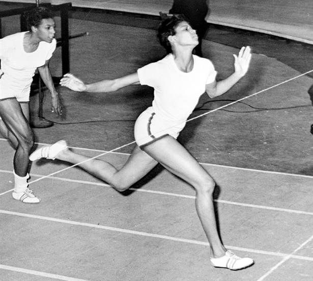 Wilma Rudolph 1960 blev hon den första amerikanska kvinnan som tog tre guld i OS-friidrotten. Världens snabbaste kvinna anses ensam ha lyft friidrottens damgrenar till en nationell angelägenhet i USA. Hon var också en pionjär inom kvinnorörelsen och medborgarrättsrörelsen i USA under det tidiga 60-talet.