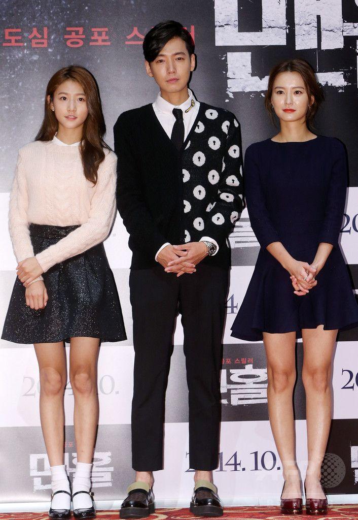 韓国・ソウル(Seoul)で行われた映画『マンホール』の制作発表会に臨む、女優のキム・セロン(Kim Sae-Ron、左)、俳優のチョン・ギョンホ(Jung Gyung-Ho、中央)、女優のチョン・ユミ(Jung Yu-Mi、2014年9月3日撮影)。(c)STARNEWS ▼9Sep2014AFP 連続殺人犯と戦う姉妹を描いた映画『マンホール』、制作発表会 http://www.afpbb.com/articles/-/3025071 #Kim_Sae_Ron #Jung_Yu_Mi #Jung_Gyung_Ho