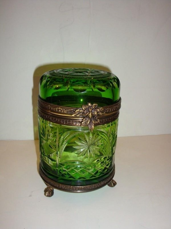 ANTIQUE EMERALD GREEN HAND CUT LID CRYSTAL JEWELRY BOX