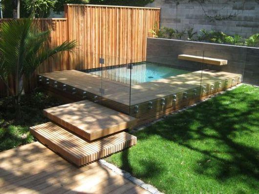 piscina com guarda corpo
