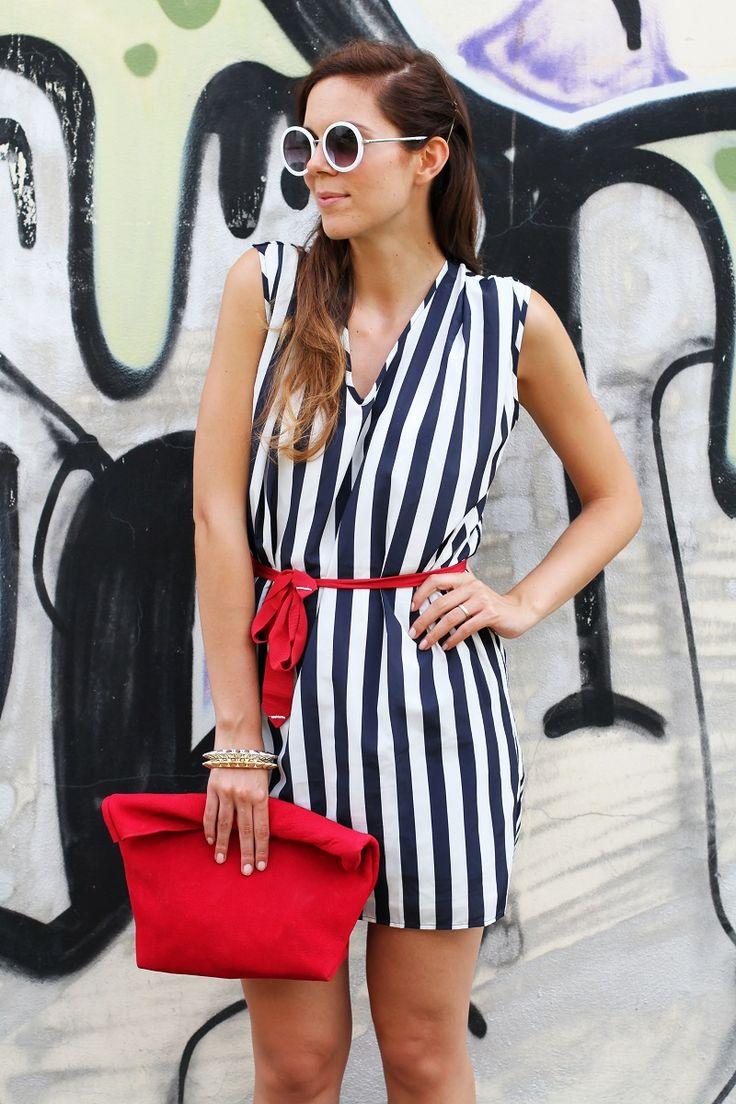tendenze estate 2013   graffiti   murales   righe   occhiali da sole tondi   borsa celine   vangle   borsa rossa   outfit   look   fashion blogger   it girl 5