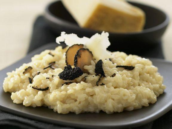 Risotto mit Parmesan und schwarzem Trüffel ist ein Rezept mit frischen Zutaten aus der Kategorie Pilze. Probieren Sie dieses und weitere Rezepte von EAT SMARTER!