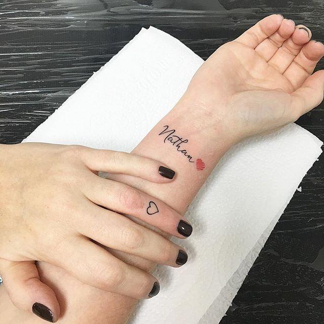Traços finos  pacote feito na @denisec_cristina  coração micro no dedo ➕ nome do filho com coração esboçado no pulso  #TracosFinos #LinhasFinas #RodolphoTorres #RodolphoTorres