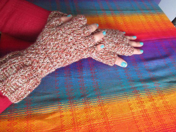 Guantes en crochet sin dedos. Calorosos y se pueden usar todo el tiempo.
