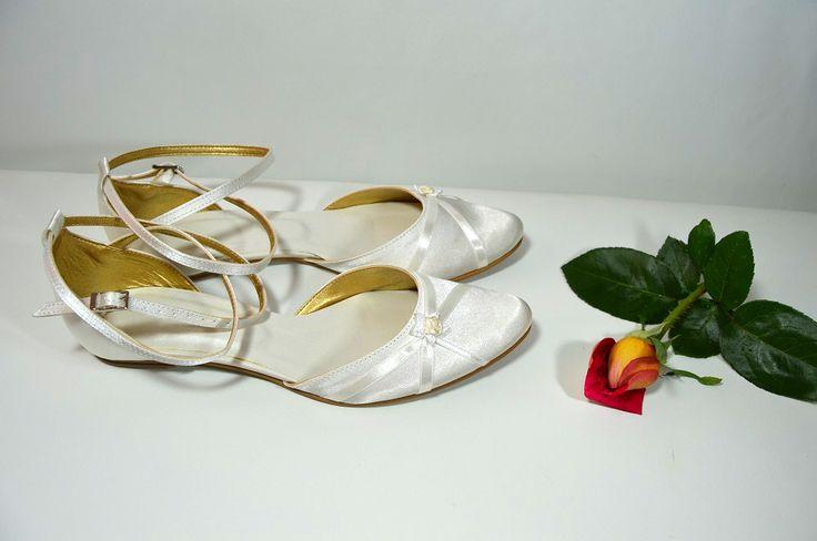 Svatební sandálky ivory. Svadobné sandálky smotanové - ivory - podľa návrhu klientky. svatební obuv, společenksá obuv, spoločenské topánky, topánky pre družičky, svadobné topánky, svadobná obuv, obuv na mieru, topánky podľa vlastného návrhu, pohodlné svatební boty, svatební lodičky, svatební boty se zdobením,topánky pre nevestu, strieborné svadobné topánky, stříbrné svatební boty