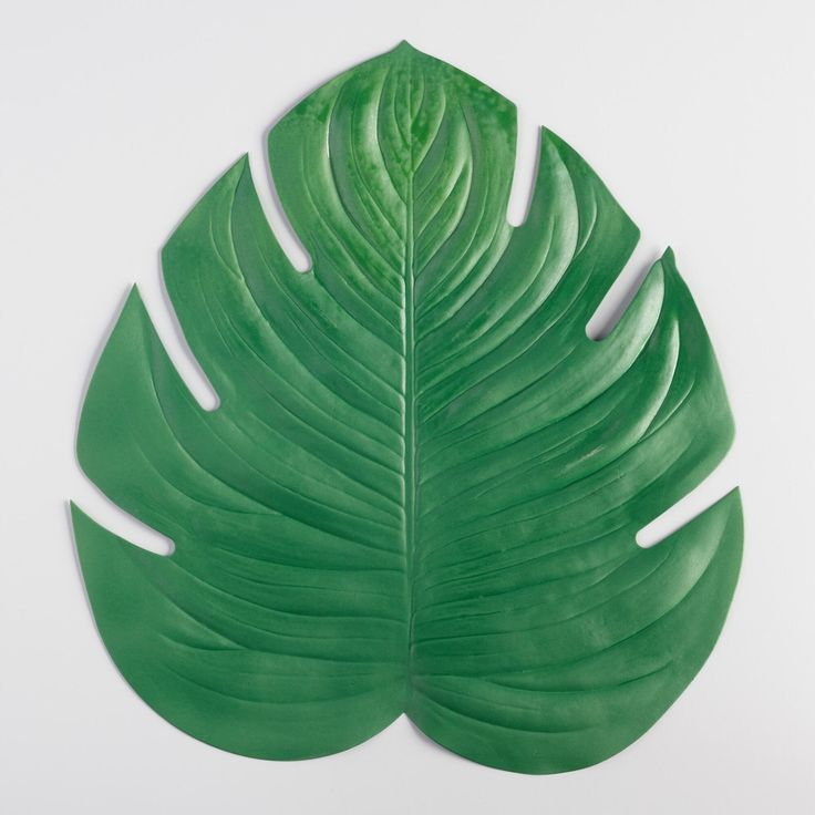 Add a hint of cheery tropical ambiance to your indoor or outdoor dining space with our vinyl placemat crafted in the likeness of a fresh green palm leaf.