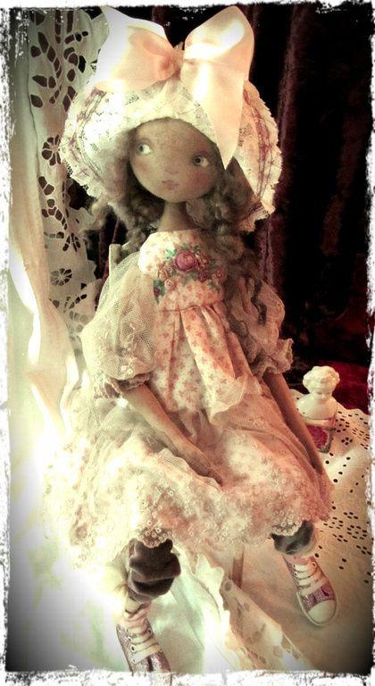 Принцесса София - бледно-розовый,шляпа,панама,гипюр,кукла,Будуарная кукла.....(such a beautiful pic portraying a beautiful doll. wow!)....