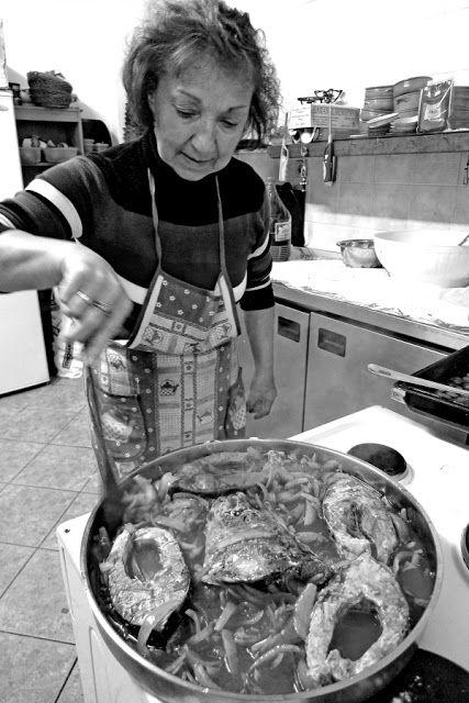 Τόπων γεύση: Τραπέζι με γριβάδι πλακί από τους Ψαράδες της Μεγά...