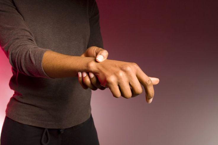 Cómo afecta la cafeína a las articulaciones. Las articulaciones se ubican en la unión de dos huesos y tienen la función principal de darle flexibilidad al esqueleto. Algunas son articulaciones en bisagra, como la del codo y la rodilla; otras son del tipo esferoideas, como en los hombros y caderas. ...